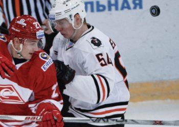 Шесть шайб «Спартака» помогли переиграть «Амур» в матче 1 тура