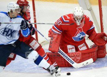 «Нефтехимик» поднялся в зону плей-офф, переиграв «Локомотив»