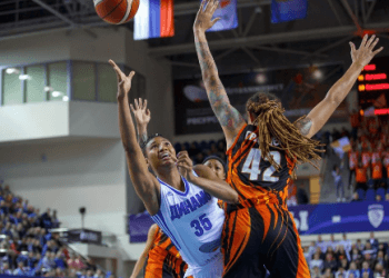 Баскетболистки УГМК добыли 42-ю победу подряд, в гостях переиграв курское «Динамо»
