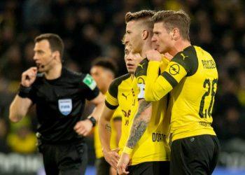 Дортмундская «Боруссия» обыграла одноклубников из Менхенгладбаха в матче лидеров