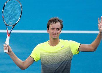 Медведев обыграл Харрисона на Australian Open, одержав вторую сухую победу