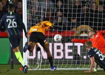 «Манчестер Сити» в непростом матче победил клуб из 4-го дивизиона в Кубке Англии