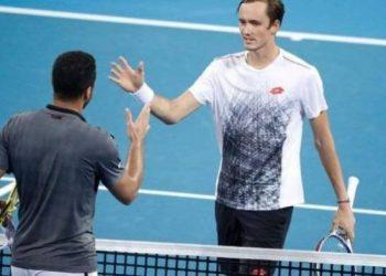 Медведев победил Цонгу в матче за полуфинал турнира в Роттердаме