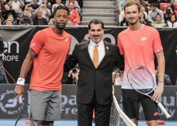 Медведев не смог пробиться в финал турнира в Роттердаме, проиграв Монфису