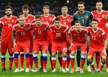 Сборная России по футболу опустилась на две строчки рейтинга ФИФА