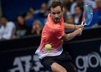 Медведев вышел во 2-ой раунд турнира в Роттердаме, переиграв Шарди